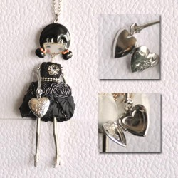 Collier MARTE noire avec sac-coeur qui s'ouvre !